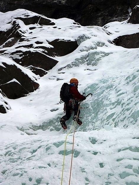 Dag Hagen leder første lengde på Rjukanfossen. Foto: Erik Neergaard