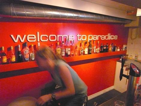 Kvelden avnytes i kjelleren på Climb Inn; ParadIce Bar. Foto: Dag Hagen