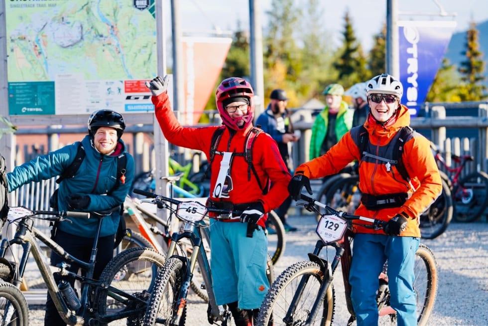 Robin Braun, Alex Wellington og Simon Gustavsson var blant de mange lokale deltakeren i Trysil Enduro på lørdag. Foto: Jonas Sjögren