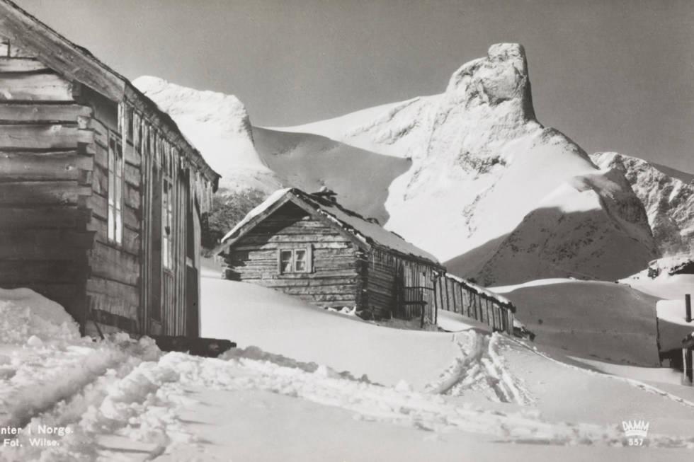Romsdalshorn vinter i Norge foto