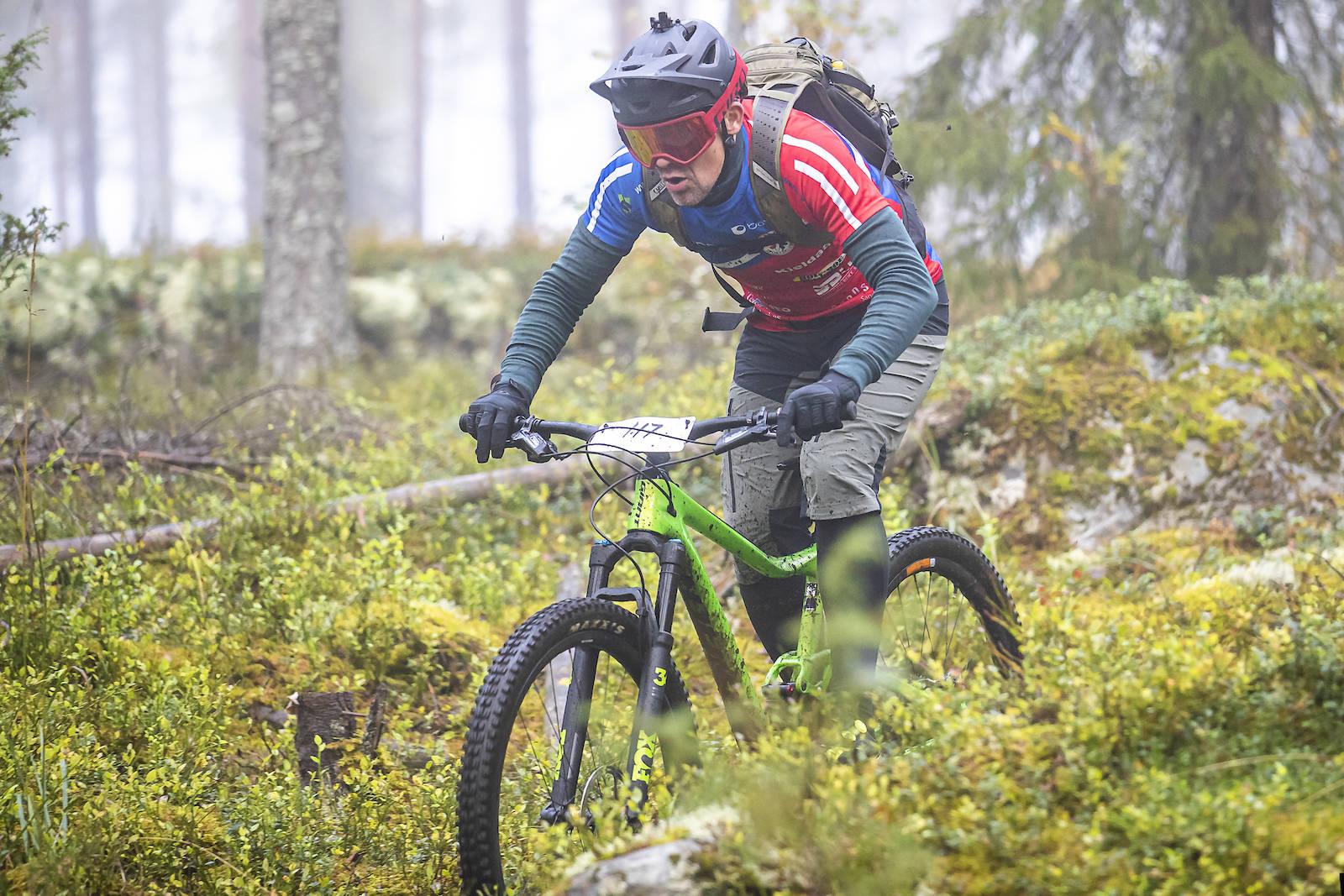 Rune Høydahl på vei mot pallen i Ringerike Enduro. Foto: Pål Westgaard
