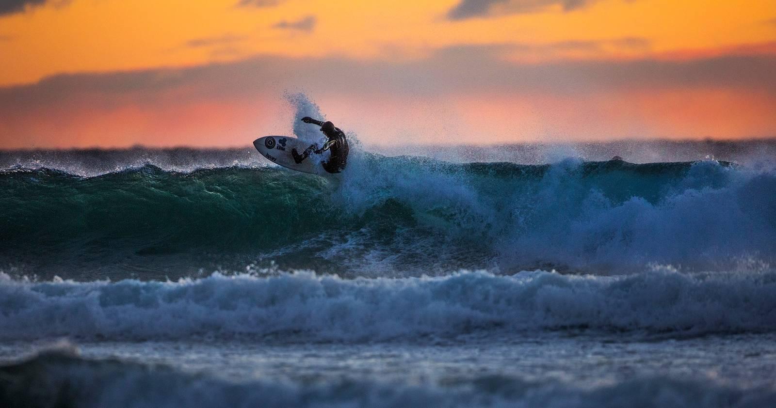 EPISENTERET: Brukere av Saltstein (her Espen Evertsen) avhengig av Saltstein for at surfing skal eksistere som en sport på Østlandet. Bilde: Mats Grimsæth