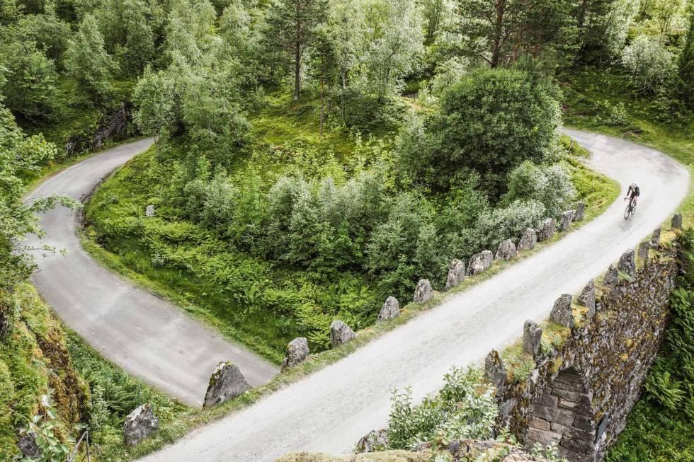 KNUTEN: Veikurven på 270 grader finner du i klatringen fra Geiranger til Dalsnibba. Dette er faktisk Norges første trafikkmaskin!