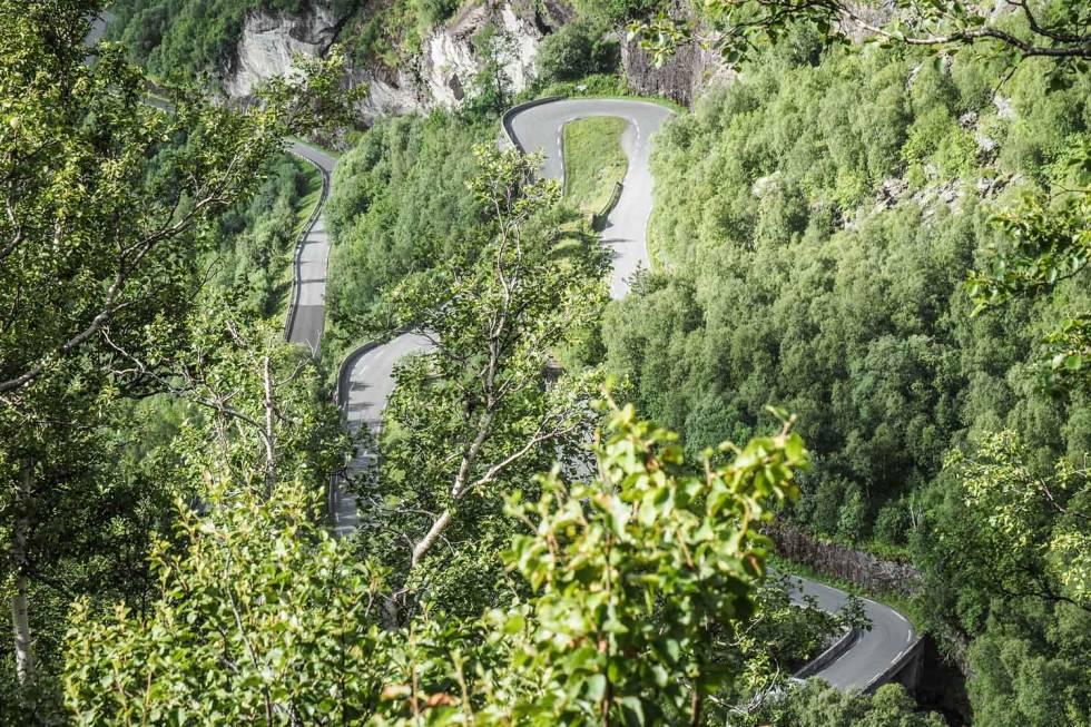 SERPENTINFEST: Klatringen opp til Dalsnibba er en estetisk nytelse - og enda morsommere å sykle.