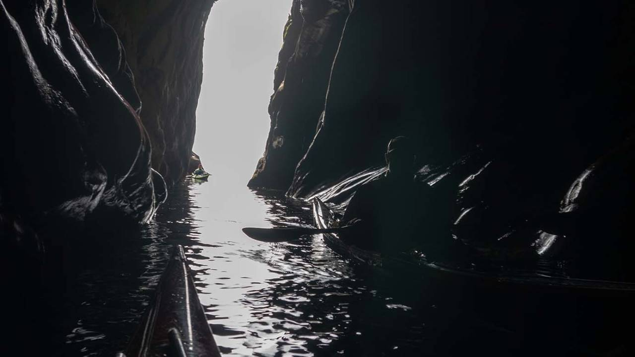 grottepadling på værøy