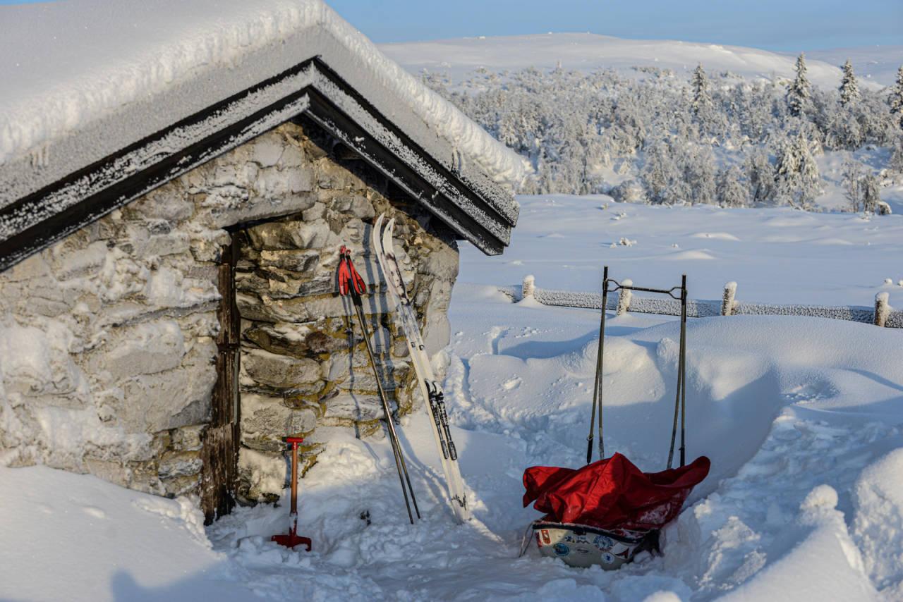 SKJELBUA: Åpen hytte med ved og propan. Foto: Bo Lindblad