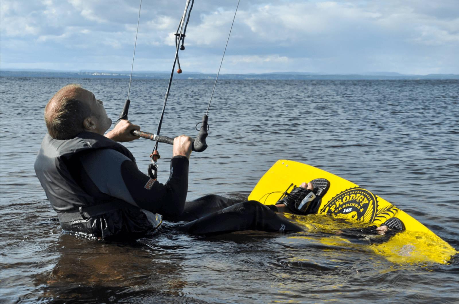 Med gunstige vindforhold, er det slett ikke umulig at en er i vannet allerede andre dag på kitekurs. Bilde: Sandra Lappegard Wangberg