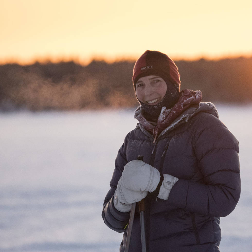 Kvinne med lue om vinteren