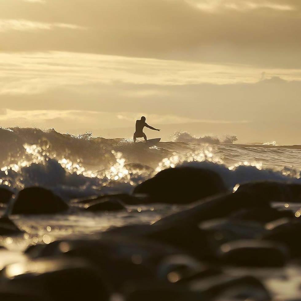 Ståle Sandbech surfer Saltstein Foto Morten Holbein