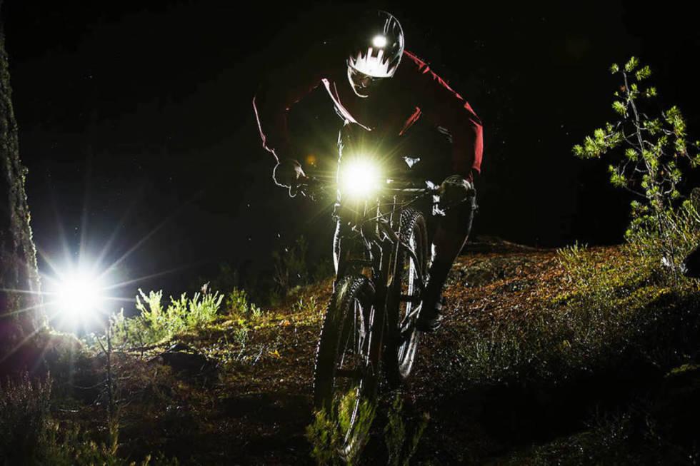 sykkellykt hjelmfeste