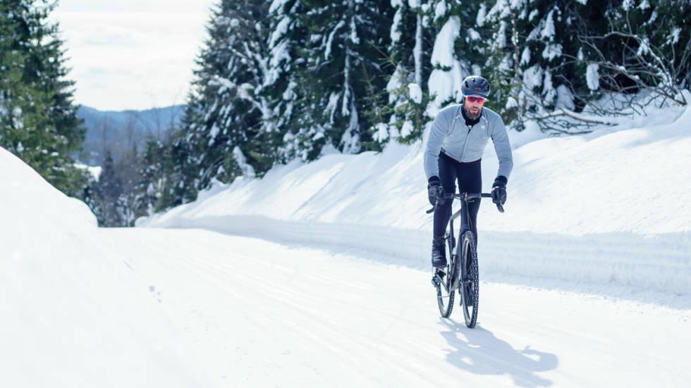 Her finner du tips til å sykle på veier i marka om vinteren.