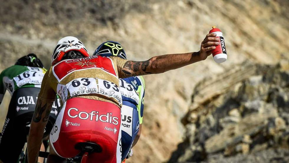 syklister får bot for å kaste flasker