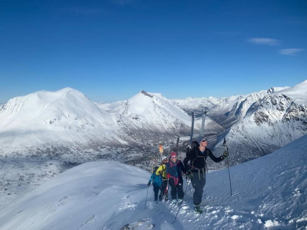 TASKEDALSKOLLEN-TASKEDALSHORNET-Toppturer-i-Romsdalen-2
