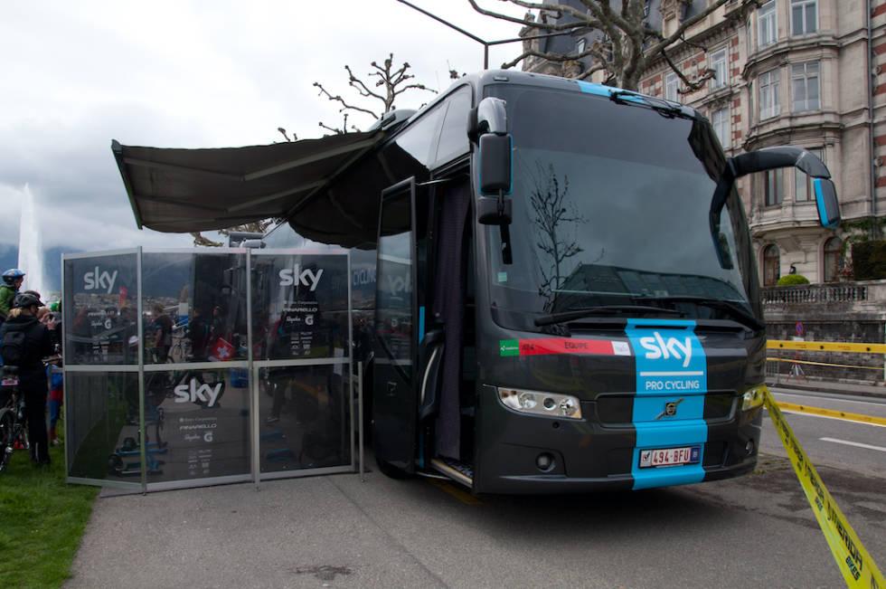 DØDSSTJERNA: Team Skys luksusbuss gjorde oppstandelse da den kom. I dag har alle lag tilsvarende busser.