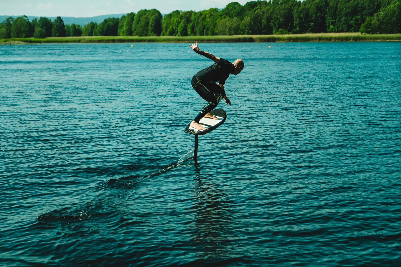 SÅ LENGE DU ORKER: Pumper han foilen, så kan Terje i prinsippet stå så lenge bena holder. Bilde: Christian Nerdrum