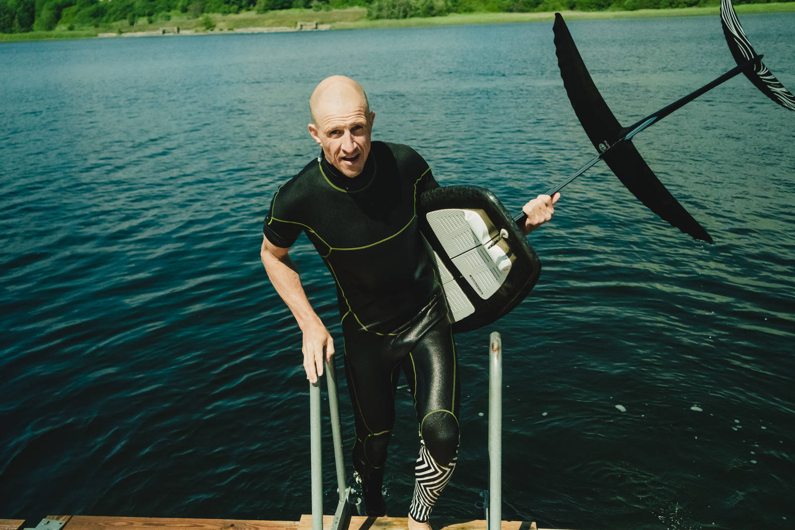 Terje Håkonsen prone foil surfing i Indre Oslofjord. Bilde: Christian Nerdrum