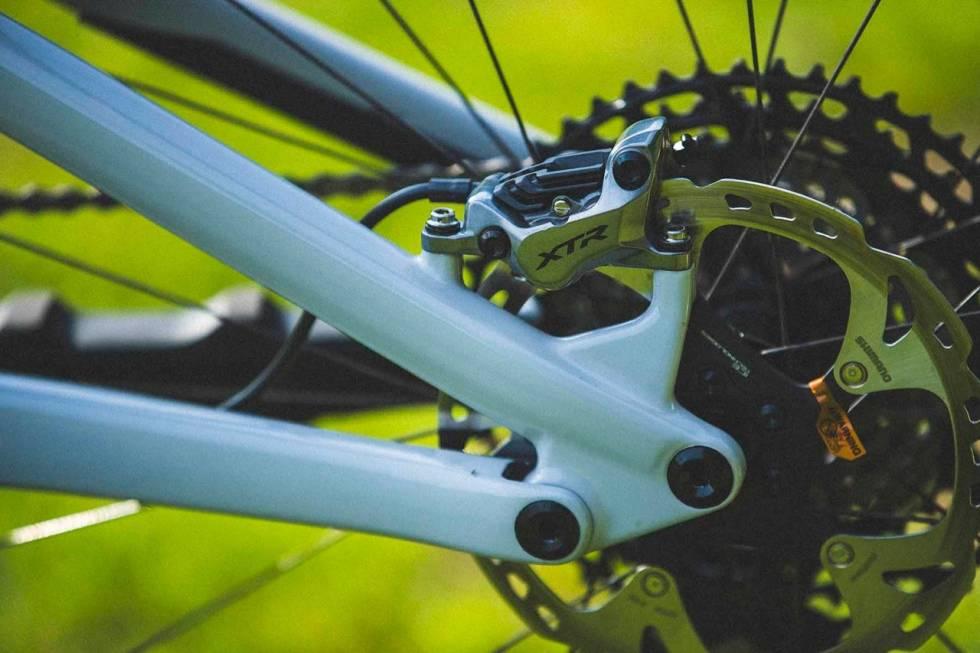KRAFTIGE BREMSER: Shimanos helt nye XTR-bremser md fire stempler byr på masse kraft og kontroll.