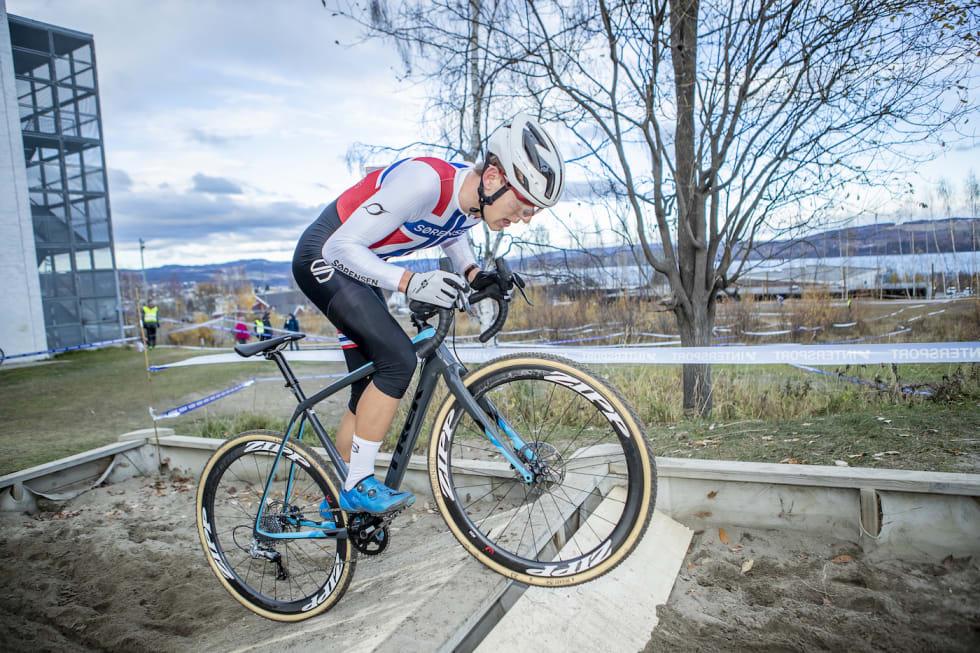 KROSS-KLAR: Regjerende norgesmester i kross, Tobias Johannessen, har mistet mesteparten av sykkelsesongen på grunn av skader og gleder seg derfor ekstra til årets kross-sesong. Foto: Pål Westgaard