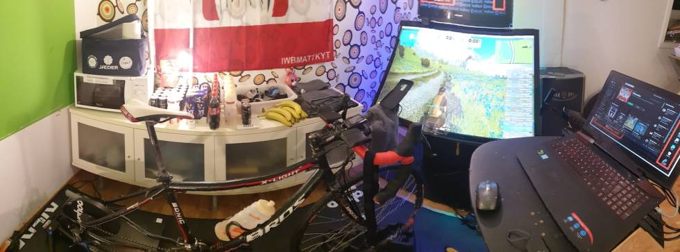 Tom Ove Kaland sitt rullerom for Zwift