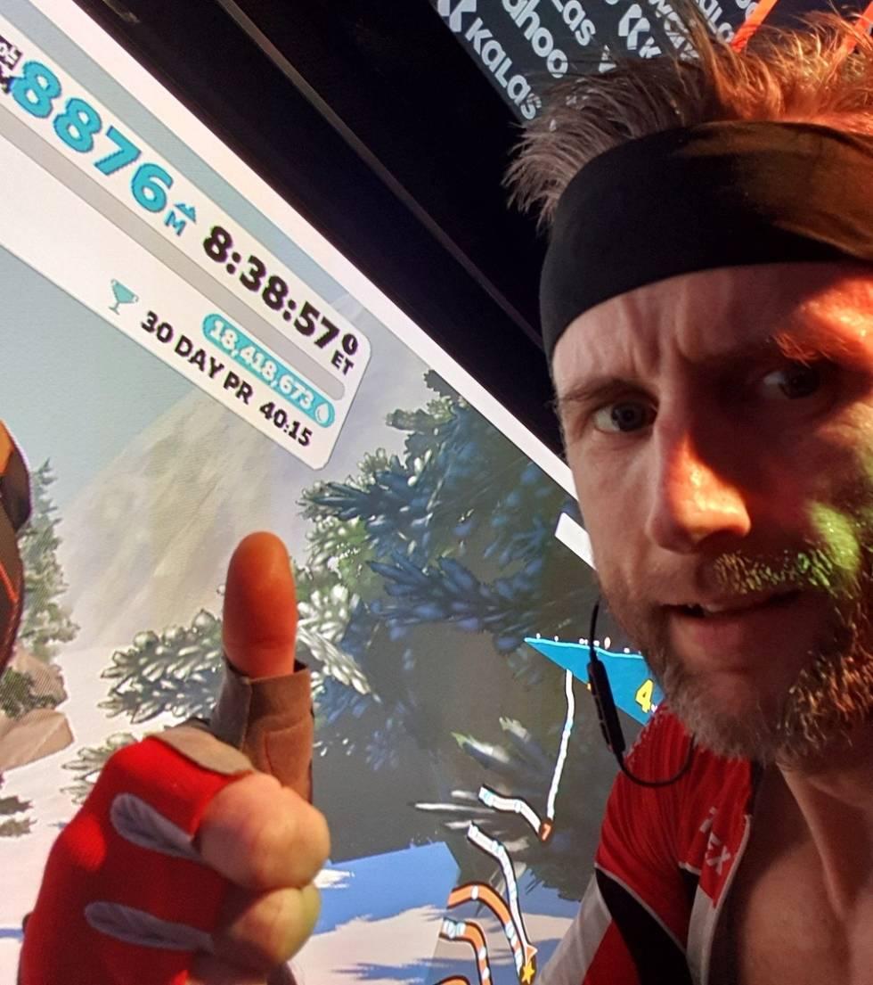 Tom Ove Kaland har verdensrekorden på vEveresting på Alpe du Zwift.