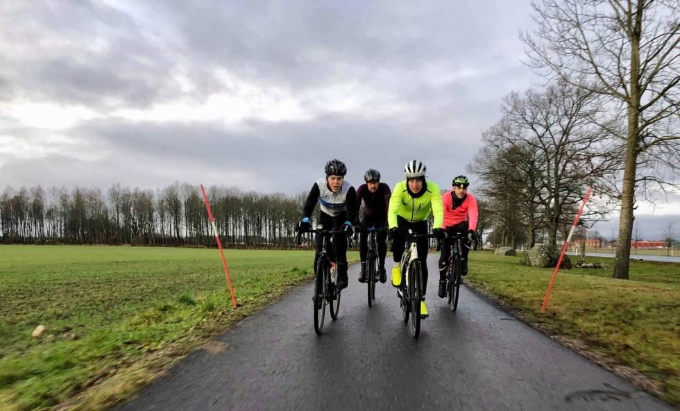 SAMARBEID: Til tross for ulike bakgrunn har vi samarbeidet godt. F.v. Erno, Christian, Jonas, Aaron. Foto: Ketil W.Aanesen.