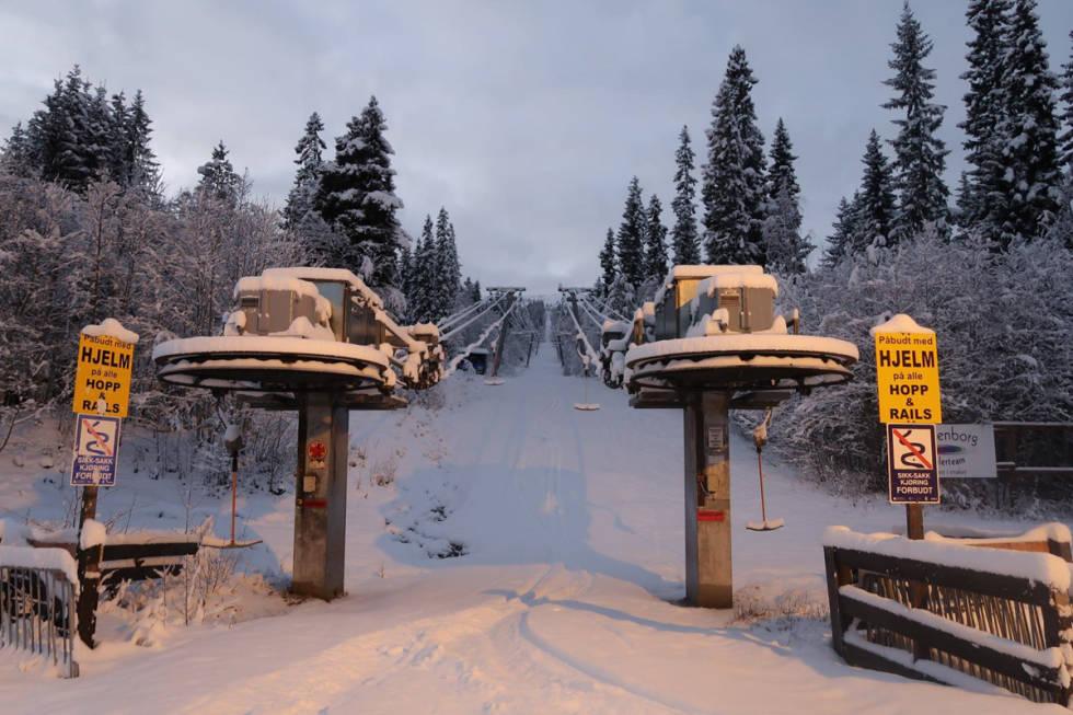 Vassfjellet vinterpark vassfjellet skisenter klæbu Trondheim alpint snowboard fri flyt guide snowboard ski freeride
