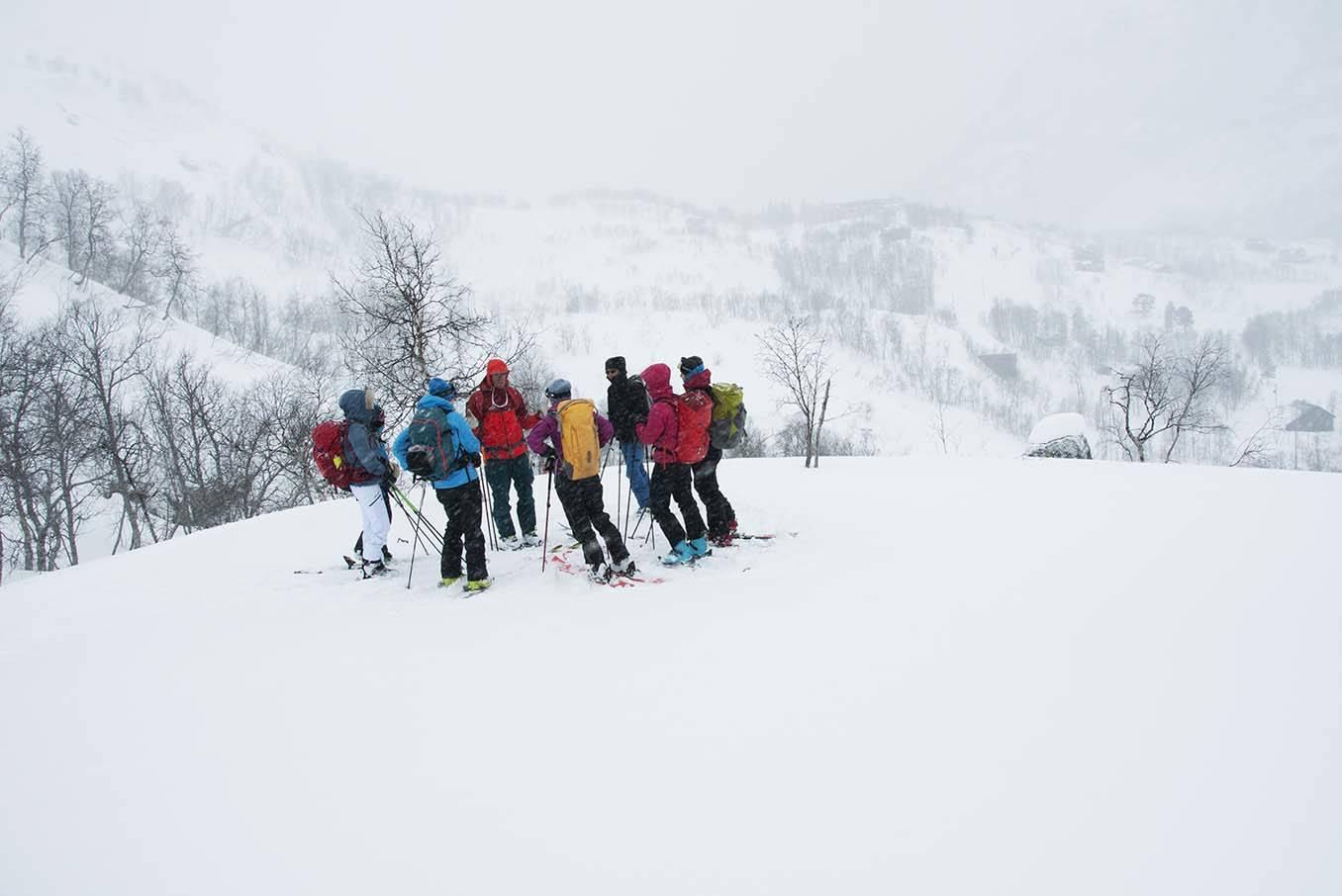 FELLES AVGJØRELSE: Tindevegleder Steinar Hustoft har samlet gruppa for ny vurdering av veien videre. Foto: Gunhild Aaslie Soldal