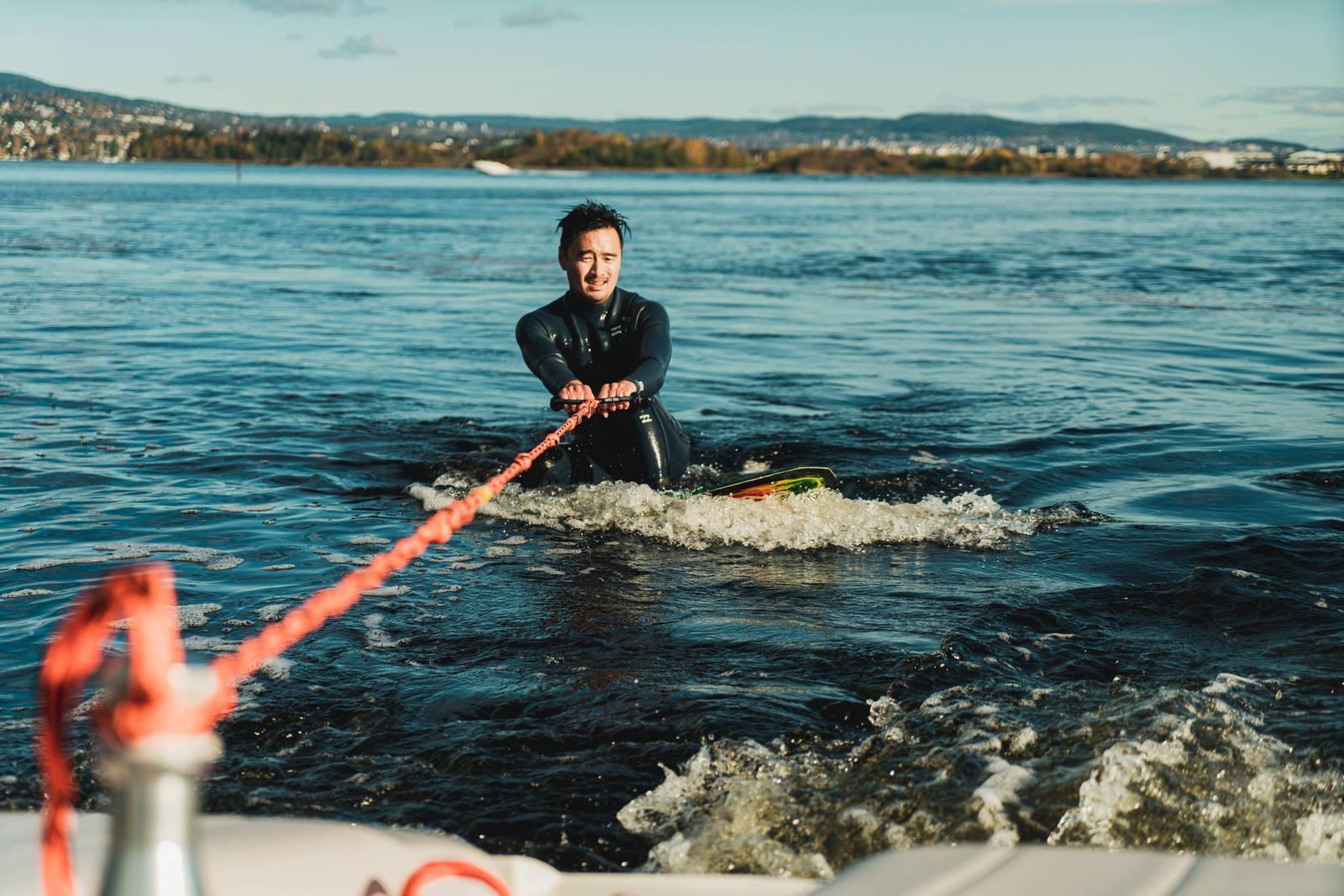 Teknikken på å komme opp på wakesurf