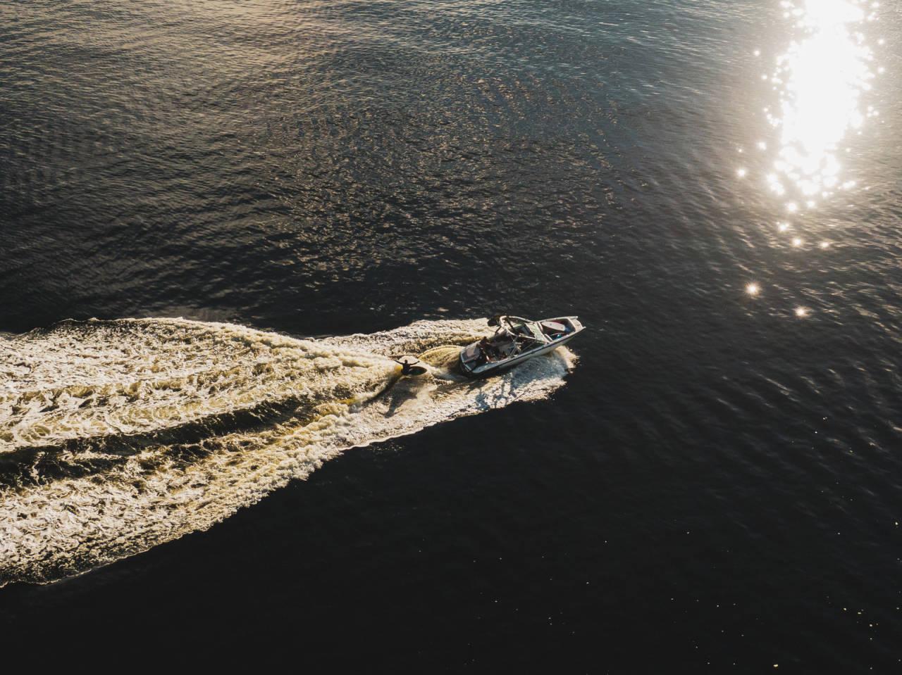 Wakesurf drone