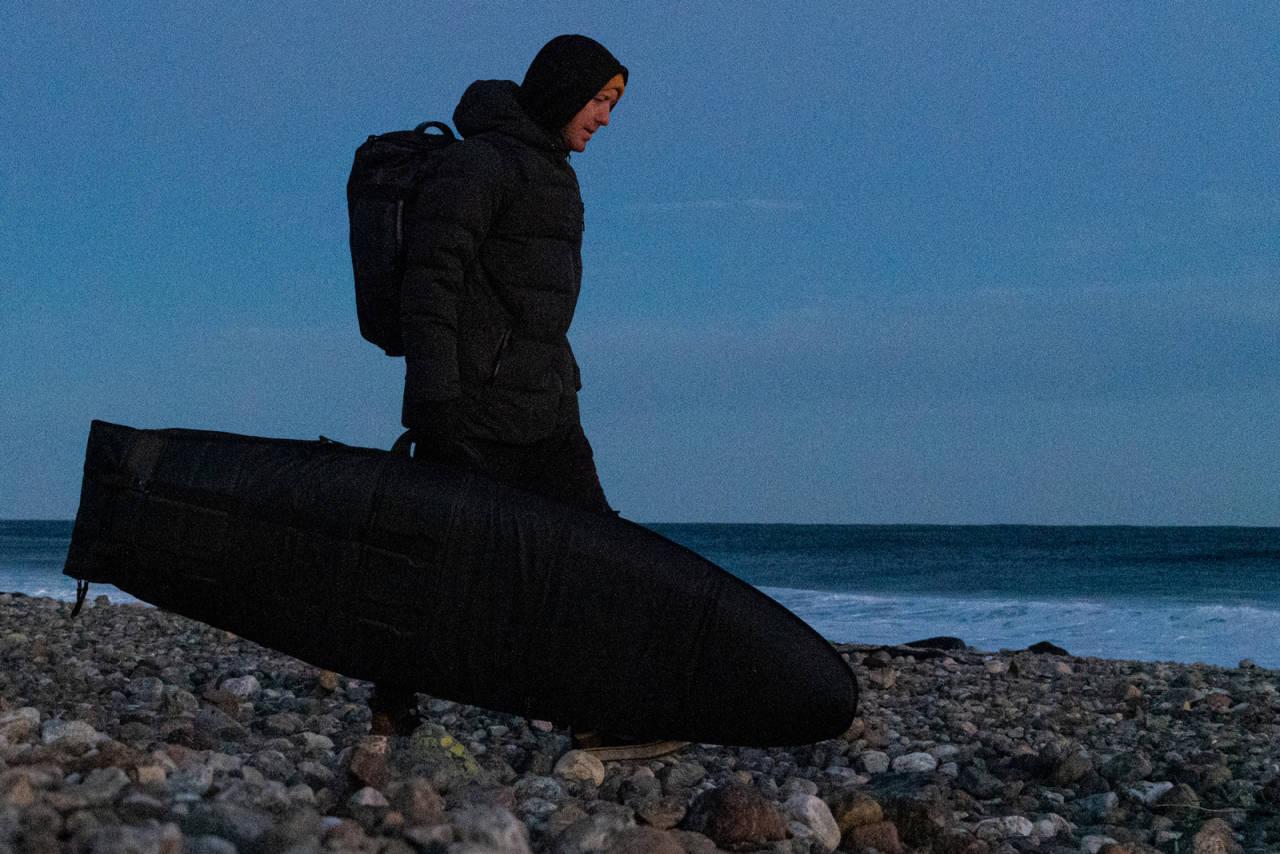 OGSÅ I NORGE: Australske Wes Schaftenaar er bosatt i Norge og hevder det er gode muligheter for å finne tubes stort sett alle steder det surfes langs norskekysten. Bilde: Christian Nerdrum