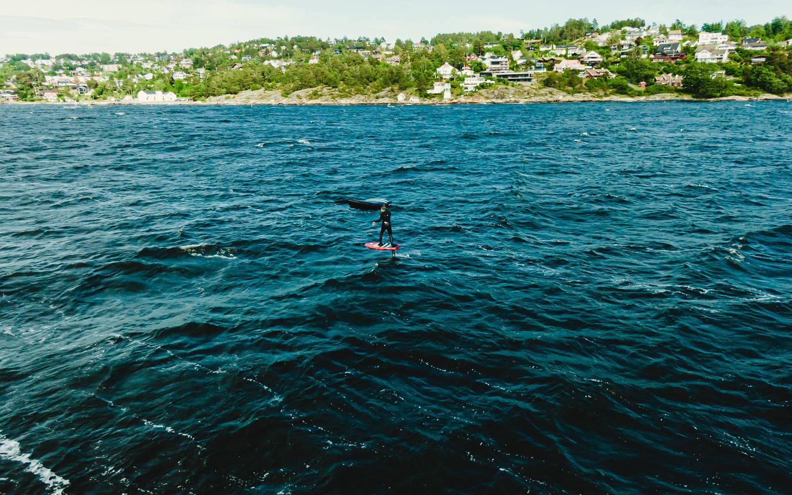 Som om ikke de lange rittene var imponerende nok, så var det ett kryss ut fjorden, så var Kjellstrøm tilbake til et nytt drag - flere hundre meter lenger ut fjorden. Bilde: Christian Nerdrum