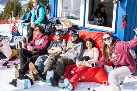 Snowboardforbundet lover glise-garanti om du melder deg opp som frivillig på NM. Foto: Daniel Tengs