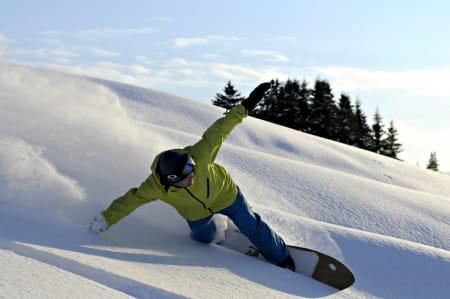 CARVE: Lek deg i pudderet med puddersurfing. Foto: Harald Rishovd