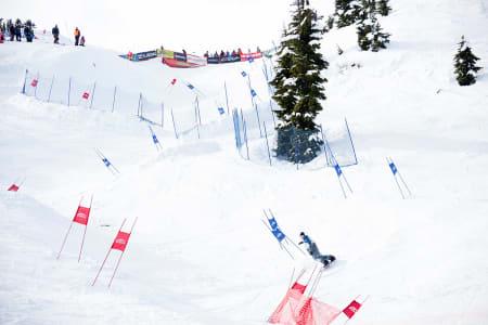Snowboard-legendene Mikkel Bang og Terje Håkonsen inviterer til banked slalom i Hemsedal, 29. april til 1. mai. På bildet ser du Terje Håkonsen kjøre Banked slalom.