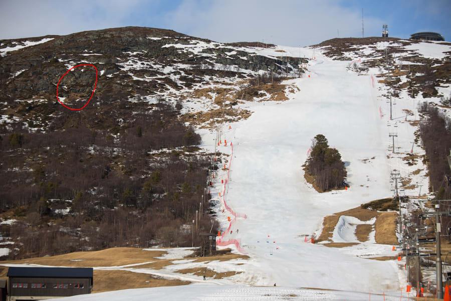 LIKE FØR: Sånn så #Stortrappa (i den røde ringen) ut 6. mars 2014. Men snart blir det føre oppi der! Foto: Tore Meirik