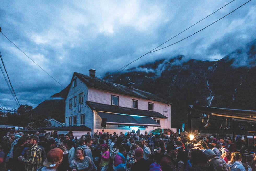 BLIR STRYNEFESTIVALEN 2021 LIK SOM TIDLIGERE ÅR? Vi har skissert tre scenarioer som gjør at dere er forberedt på at årets festival blir annerledes enn tidligere år.