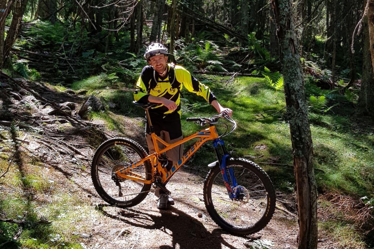 Rittleder Stian Eilifsen i Hakadal Enduro gleder seg til å slippe deltakerne løs i årets fire etapper på søndag. Foto: Jostein Semb