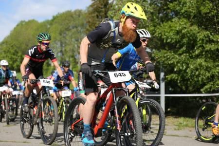 Aslak Mørstad med Montaro sykkelhjelm og Camelbak Chase Bike vest Foto: Marius Bache Wold